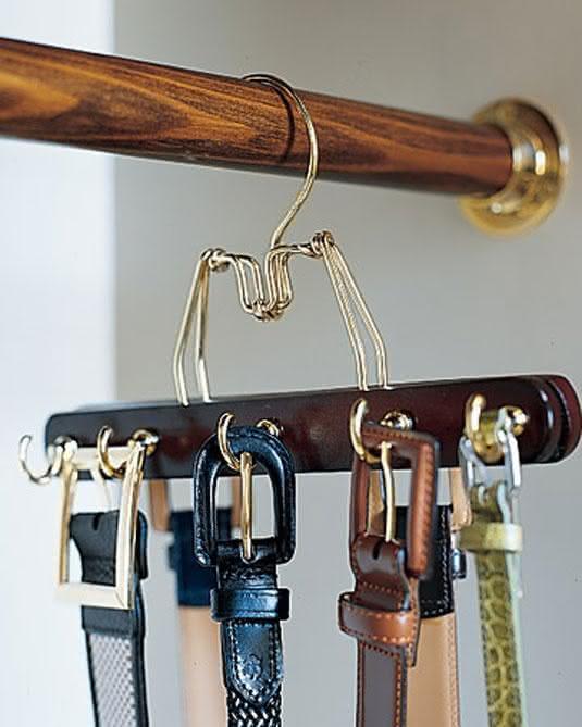 Hanger with belt port